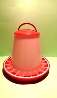 Poultry feeder machine with a bayonet fastener, plastic material  6kg.